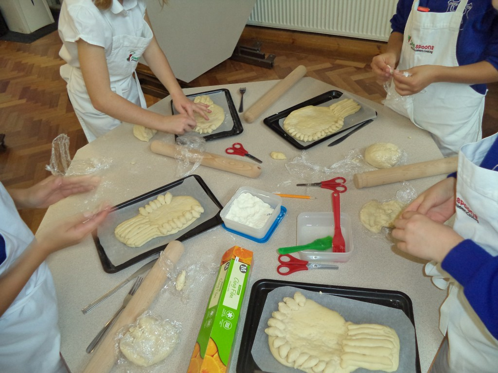 Cake Making Classes Orpington : Sheriff Hutton Primary School   Baking bread at harvest time